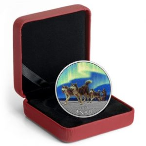 canada-dog-sledding-under-the-northern-lights-silber-koloriert-etui