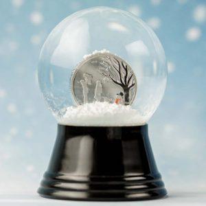 silbermuenze-in-schneekugel-winterwunderland